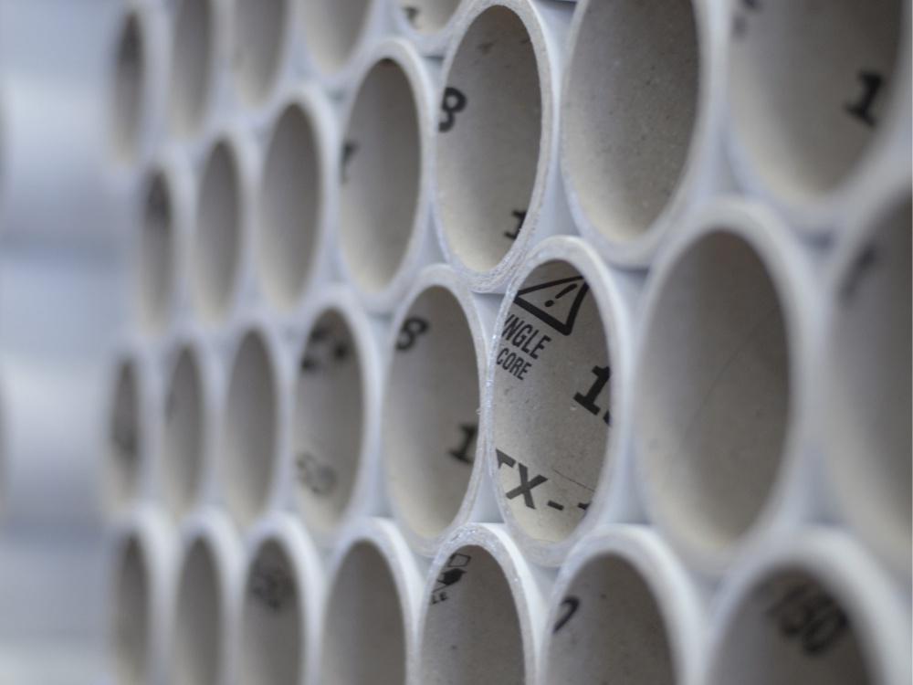 Anime di cartone e bobine per film plastico